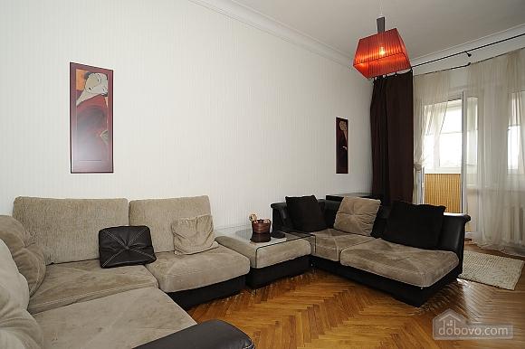 Відмінна квартира в центрі міста в тихому місці, 2-кімнатна (21062), 002