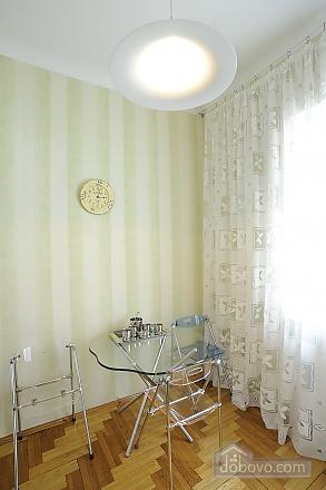 Відмінна квартира в центрі міста в тихому місці, 2-кімнатна (21062), 005