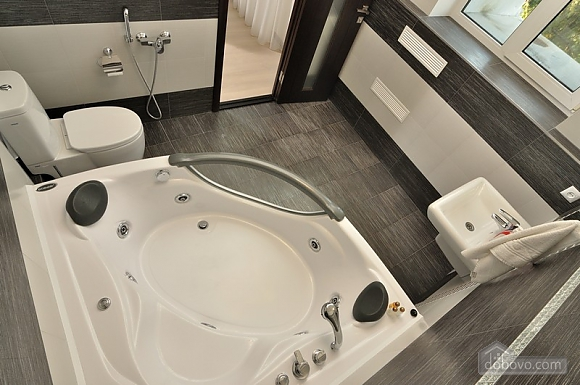 VIP apartment in modern style with jacuzzi, Studio (24018), 005