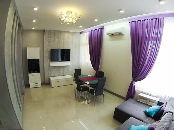 Новая квартира в центре, 2х-комнатная (92951), 002