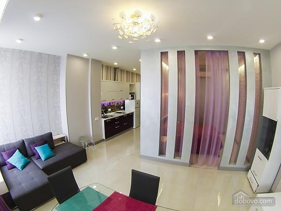 Новая квартира в центре, 2х-комнатная (92951), 004