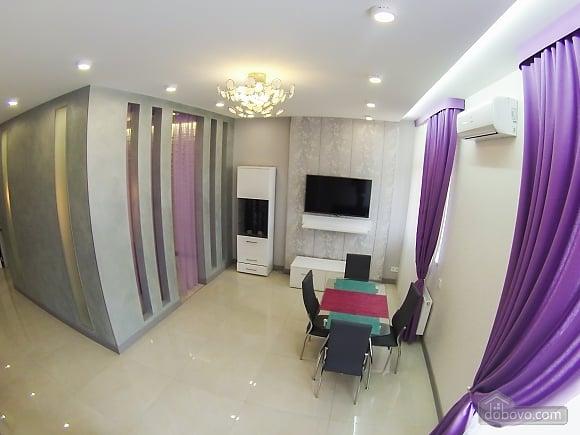Новая квартира в центре, 2х-комнатная (92951), 006