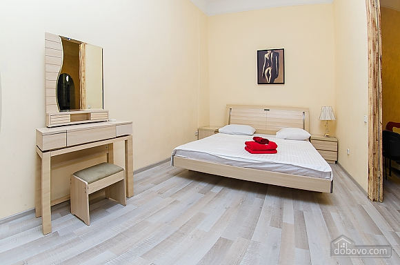 Квартира в центре города, 2х-комнатная (51548), 004