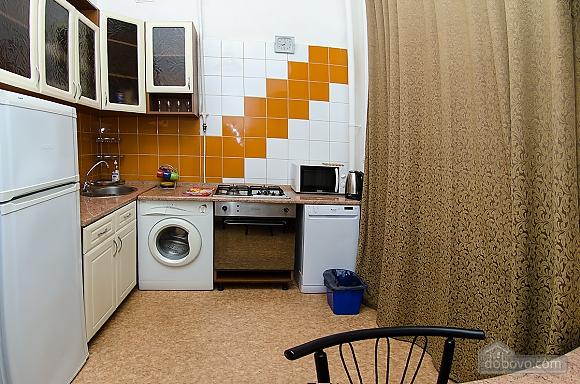 Квартира в центре города, 2х-комнатная (51548), 010