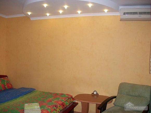 Квартира в центрі біля РАГСу, 2-кімнатна (27773), 020