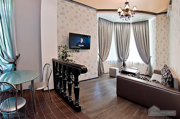 VIP-квартира в центрі, 2-кімнатна (87140), 002