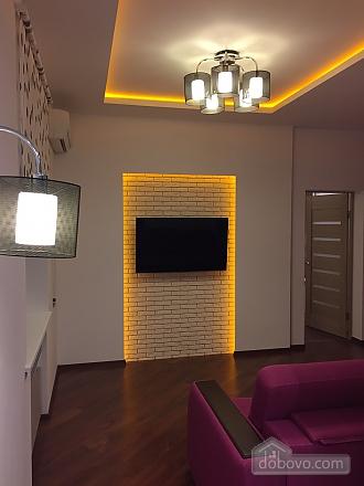 Нова квартира Люкс з Джакузі біля Міст-Сіті, 2-кімнатна (82992), 002