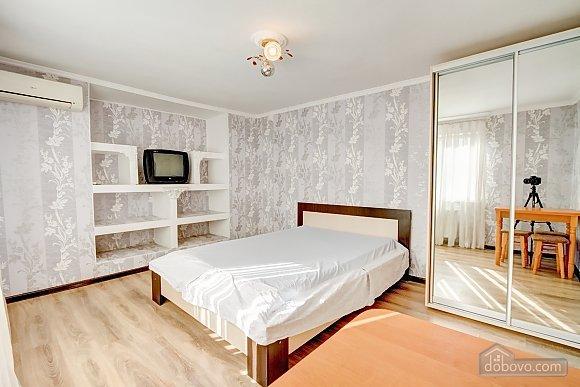 Современные апартаменты возле моря, 1-комнатная (66110), 001
