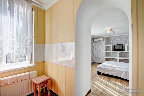 Современные апартаменты возле моря, 1-комнатная (66110), 010