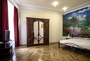 Двокімнатна квартира в центрі, 2-кімнатна, 002