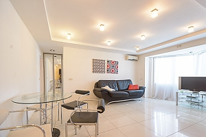 Modern two-bedroom apartment street view, Due Camere, 001