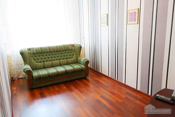 Квартира в центре, 2х-комнатная (15042), 004