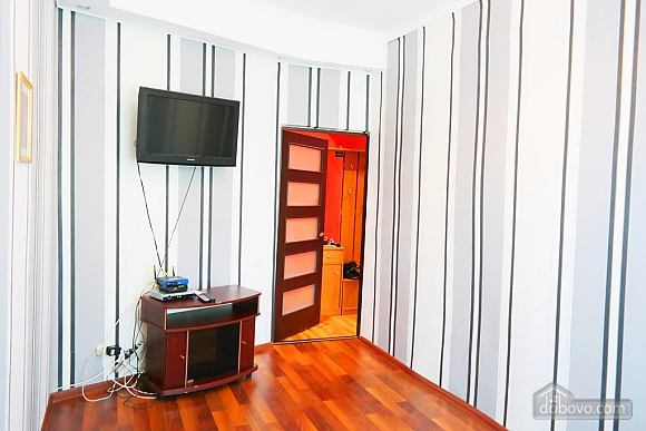 Квартира в центре, 2х-комнатная (15042), 005