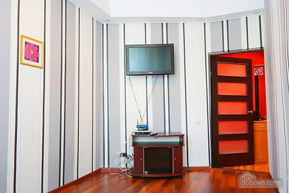 Квартира в центре, 2х-комнатная (15042), 006