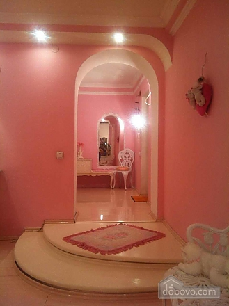 Pink apartment next to Lisova metro, Studio (32055), 005