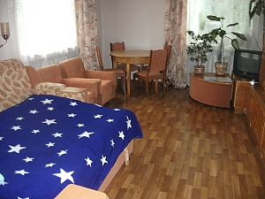 Very warm and cozy apartment - cheques - free Wi-Fi, Zweizimmerwohnung, 002