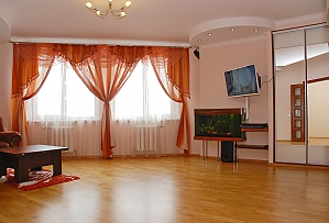 Apartment near Pozniaky metro station, One Bedroom, 003