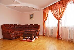 Apartment near Pozniaky metro station, One Bedroom, 001
