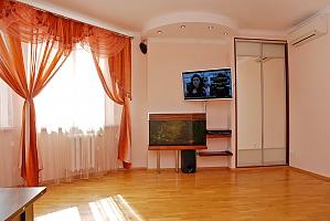 Apartment near Pozniaky metro station, One Bedroom, 004