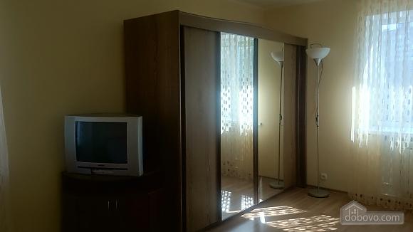 Затишна квартира в центрі, 2-кімнатна (37872), 002