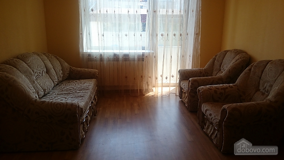 Затишна квартира в центрі, 2-кімнатна (37872), 004