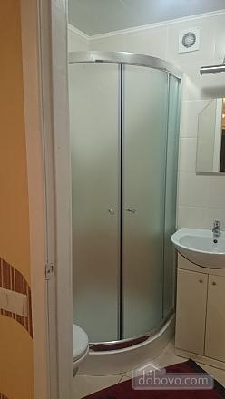 Затишна квартира в центрі, 2-кімнатна (37872), 010