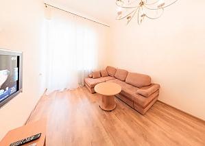 Apartment on Besarabka, One Bedroom, 003