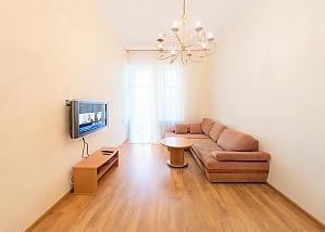 Apartment on Besarabka, One Bedroom, 001