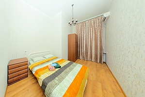 Apartment on Besarabka, One Bedroom, 002