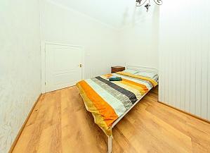 Apartment on Besarabka, One Bedroom, 004