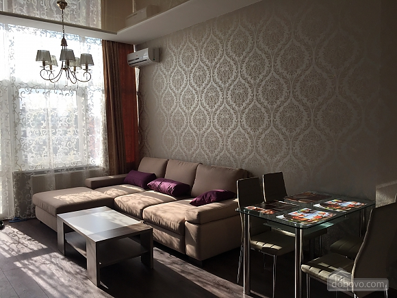 Luxury apartment with a new modern renovation and panoramic windows, Zweizimmerwohnung (33915), 001