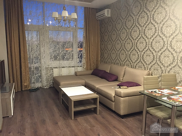 Luxury apartment with a new modern renovation and panoramic windows, Zweizimmerwohnung (33915), 003