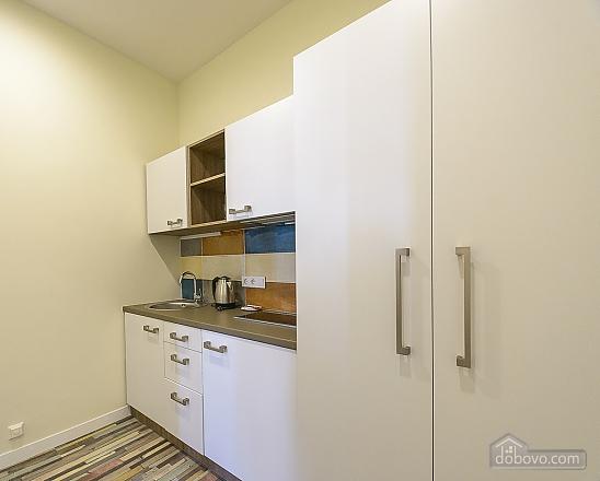 Modern designed one-bedroom apartment with bathtub, Zweizimmerwohnung (53511), 005