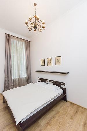 Квартира в самому центрі, 2-кімнатна, 003