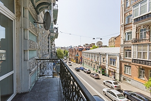 Apartment in the heart of the city, Un chambre, 013