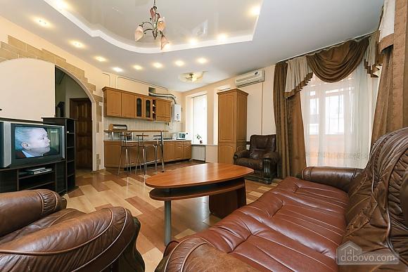 Комфортна квартира біля Майдану, 3-кімнатна (23663), 001