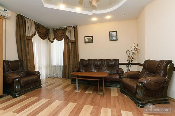 Комфортна квартира біля Майдану, 3-кімнатна (23663), 002