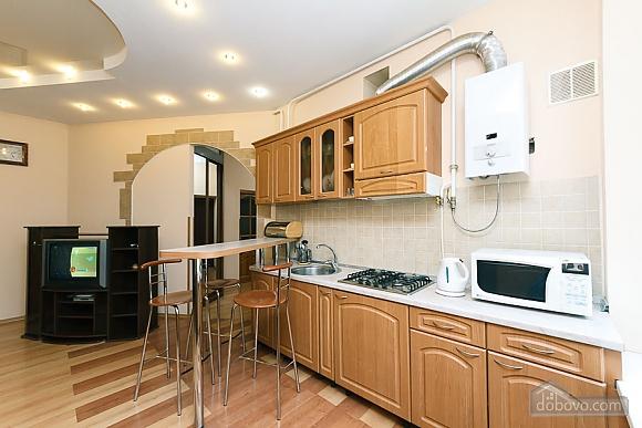 Комфортна квартира біля Майдану, 3-кімнатна (23663), 004