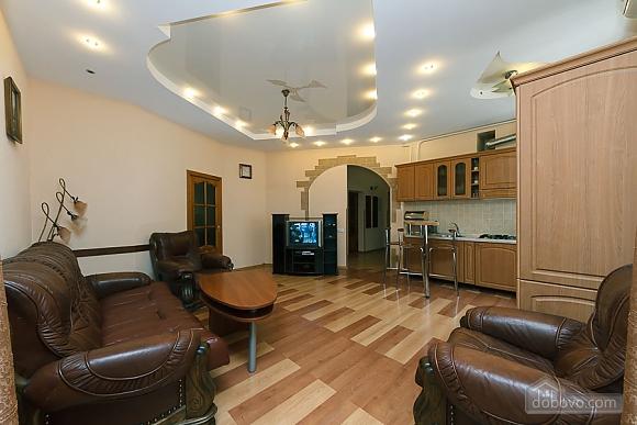 Комфортна квартира біля Майдану, 3-кімнатна (23663), 005