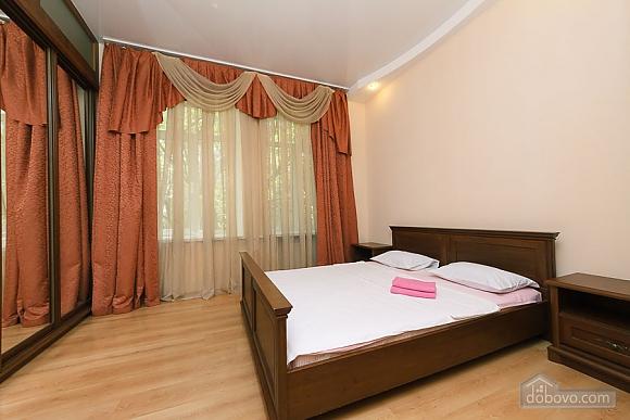 Комфортна квартира біля Майдану, 3-кімнатна (23663), 006