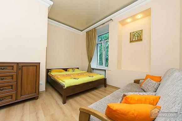 Комфортна квартира біля Майдану, 3-кімнатна (23663), 008