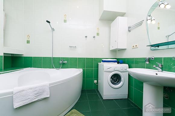 Комфортна квартира біля Майдану, 3-кімнатна (23663), 010