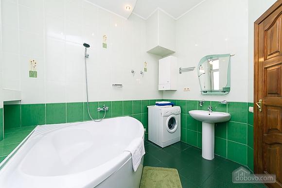Комфортна квартира біля Майдану, 3-кімнатна (23663), 012