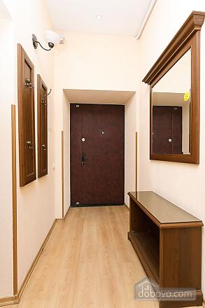 Комфортна квартира біля Майдану, 3-кімнатна (23663), 014