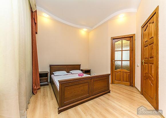 Комфортна квартира біля Майдану, 3-кімнатна (23663), 007