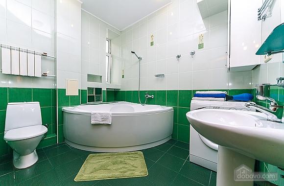 Комфортна квартира біля Майдану, 3-кімнатна (23663), 011
