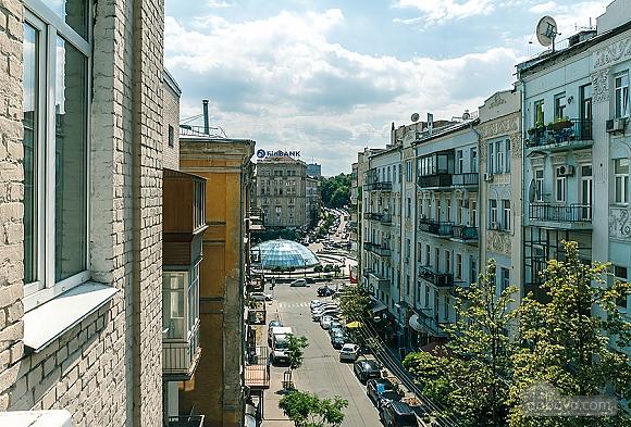 Комфортна квартира біля Майдану, 3-кімнатна (23663), 015