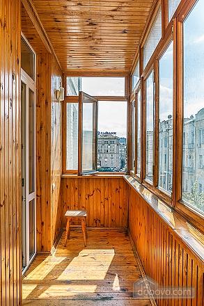 Комфортна квартира біля Майдану, 3-кімнатна (23663), 013