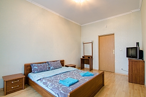 One bedroom apartment with separate bedrooms, One Bedroom, 002