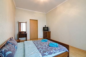 One bedroom apartment with separate bedrooms, One Bedroom, 004